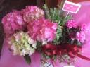 ピンクのアジサイとカーネーション入り寄せ鉢