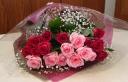 赤バラとピンクバラの花束
