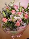 ピンクバラとユリの花束
