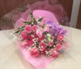 明るいピンク系花束