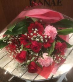 赤ピンク系の花束