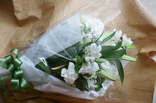 清楚なホワイト花束