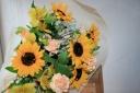 ひまわり&カーネーション花束