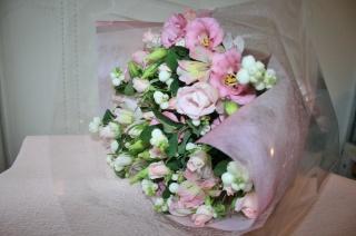 やさしいライトピンク花束