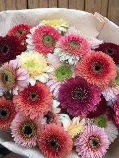 八重咲ガーベラたっぷり♪の花束