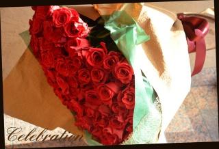 特別な日に♪赤バラ100本 豪華な花束 29