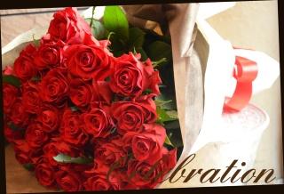 赤バラの豪華な花束 32