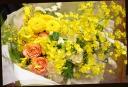 イエロー系 季節の花を使って 華やかな花束 33