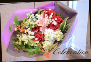 赤バラを使って おまかせ花束 34