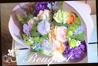 ブルー系 季節の花を使って 花束 40