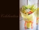 百合と季節の花で 華やかな花束 70