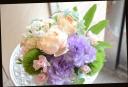 バラと季節の花のアレンジメント 351