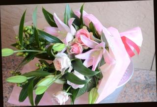 ピンク系 百合と季節の花の花束 71