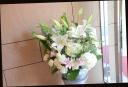 お悔やみの花に 淡い色目 アレンジメント 505