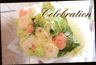 バラをメインに 優しい色合いの花束 91