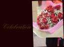 特別な日の贈り物に 赤バラとカスミ草の花束