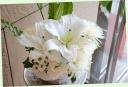 お悔やみの花に 百合と季節の花の花束 596