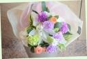 百合と季節の花の爽やかな花束 110