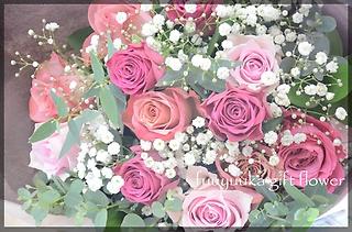 ピンク系薔薇とかすみ草の花束