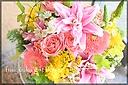 ピンク系 ユリやバラの華やかなアレンジ