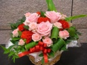 バラ中心のピンクレッド系アレンジ