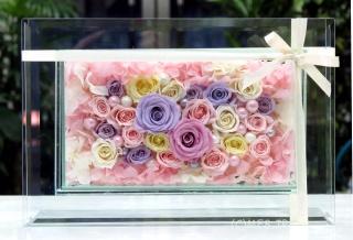 高級感漂うガラスの中のプリザーブドフラワー