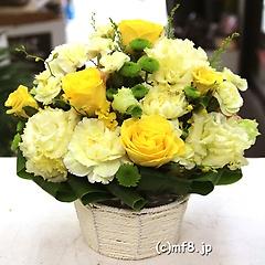 黄色いバラが主役の爽やかな明るいフラワーアレンジ