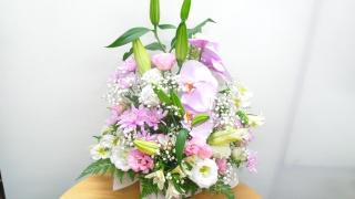 胡蝶蘭を入れた優しいお供えアレンジメント