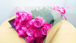 大輪ピンクバラの花束