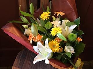 ユリの入ったゴージャスおまかせ花束