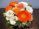 【オレンジバラと白いお花のパッチリアレンジ】