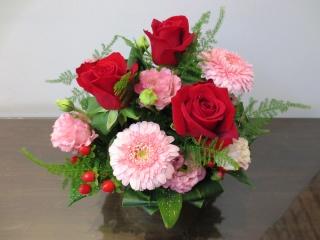 赤いバラと可愛いガーベラのアレンジメント!