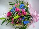 華やかなお祝いの花束