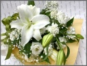 白ユリとトルコキキョウのメモリアル花束