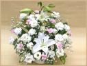 女性への哀悼花に・・・白ユリのメモリアルアレンジ