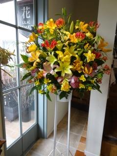 ユリいっぱいのスタンド花