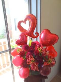 赤い風船に花を添えて..