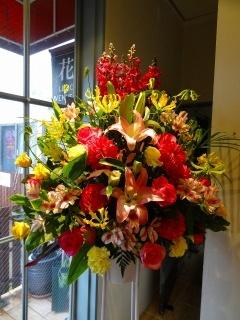 ビビットな色のスタンド花