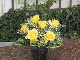 黄バラのシンプルアレンジ