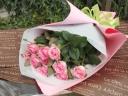 優しいピンクのバラの花束