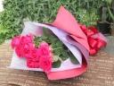 鮮やかなピンクのバラの花束
