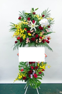 バラとユリと胡蝶蘭の華やか豪華な2段御祝スタンド花