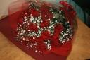 * 赤薔薇とかすみ草の花束 1輪メッセージつき *
