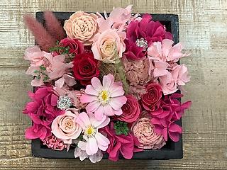 ピンクのプリザーブドboxアレンジメント