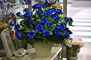 珍しいブルーのバラのアレンジメント