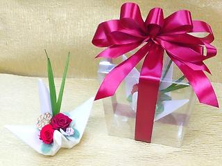 縁起物の鶴と金色の蓮を使った京風プリザ