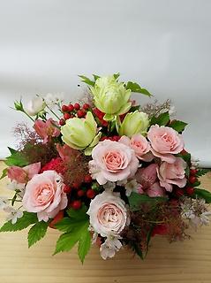 バラを使った季節のアレンジメント