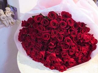 108本の 赤いバラ