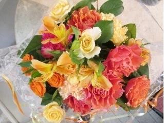 華やか元気色のアレンジ