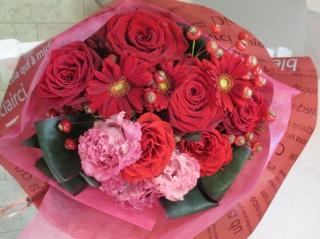 華やかレッドの花束